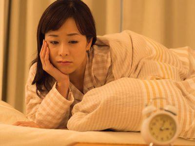 不眠症の女性